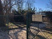 Dolní zahrada hlubockého zámku se pro návštěvníky uzavřela.