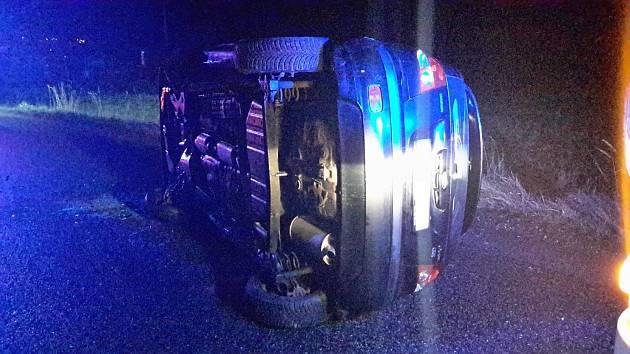 Zraněné vyprostili z auta hasiči.