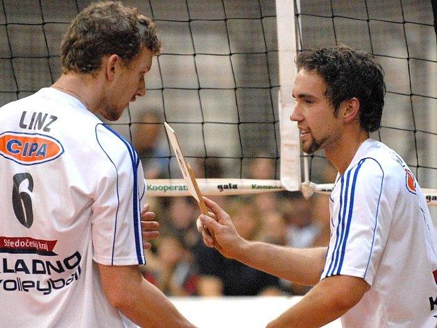 Smečaři Karel Linz a Martin Böhm (zleva) z Kladna jsou v jednom týmu i v Bělehradě.