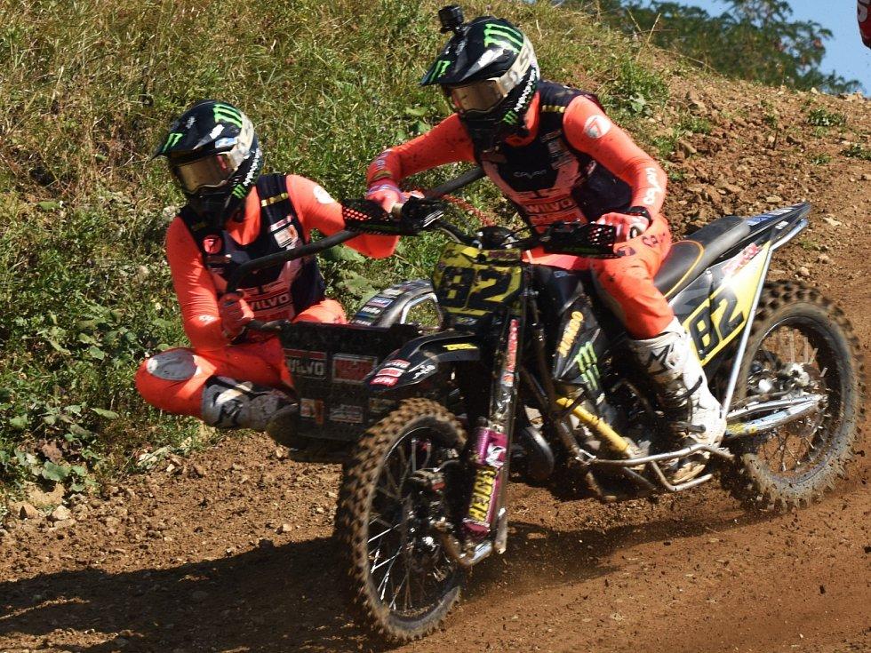 Mistři světa Nizozemec Etienne Bax se svým francouzským spolujezdcem Nicolasem Mussetem startovali na mezinárodním mistrovství republiky v Jiníně už před rokem.