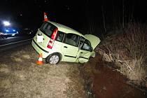 Nehodu tří vozidel v neděli večer u Strážného zřejmě způsobila řidička vozu Fiat, když nedala přednost.
