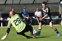 Brankář Čížové Jaroslav Novák krátce před půlí vychytal i sólový únik Martina Šplíchala. Dynamo B - Čížová v dibizi 1:0.