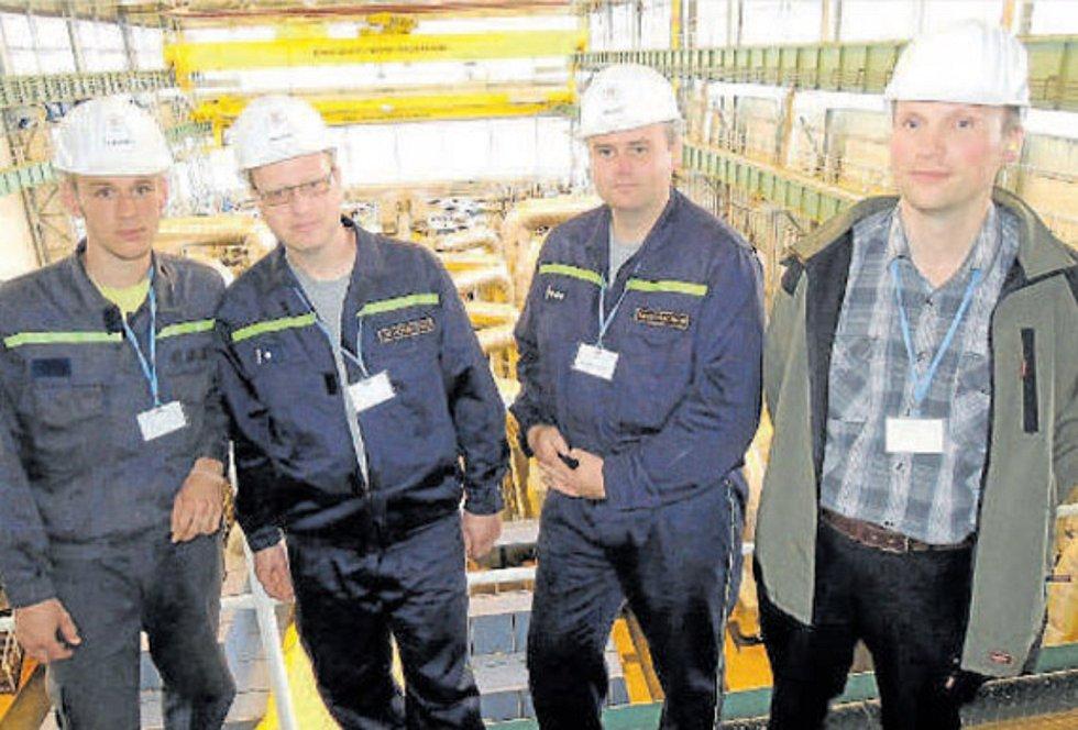 Na prohlídce. V rámci Oranžového roku se zlivští hasiči vydali na prohlídku Jaderné elektrárny Temelín. Na snímku jsou zleva Petr Samek, David Čtvrtník, Vladislav Kofl a Jan Žák.