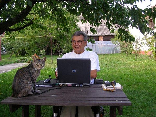 Ve věku 69let zemřel 23.ledna 2013spisovatel Jan Nouza. Na snímku při práci.