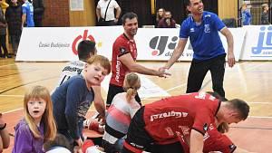 Hráči Jihostroje  oslavili vítězství v posledním utkání v roce