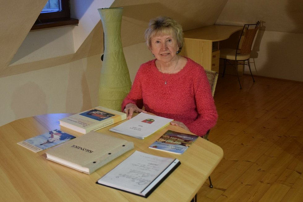 Více než desetiletí (od roku 2007) už vede kroniku Záboří Marie Bočková.