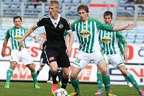 Minule doma hráli fotbalisté Dynama s Bohemians 2:2 (na snímku Škoda uniká Škerlemu), jak se jim bude dařit v sobotu doma s Duklou?
