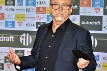 Nový majitel Dynama dr. Vladimír Koubek na tiskové konferenci odpovídal na dotazy novinářů.