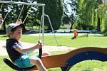 Dětská hřiště a pískoviště v Českých Budějovicích zase obývají rodiče s ratolestmi.