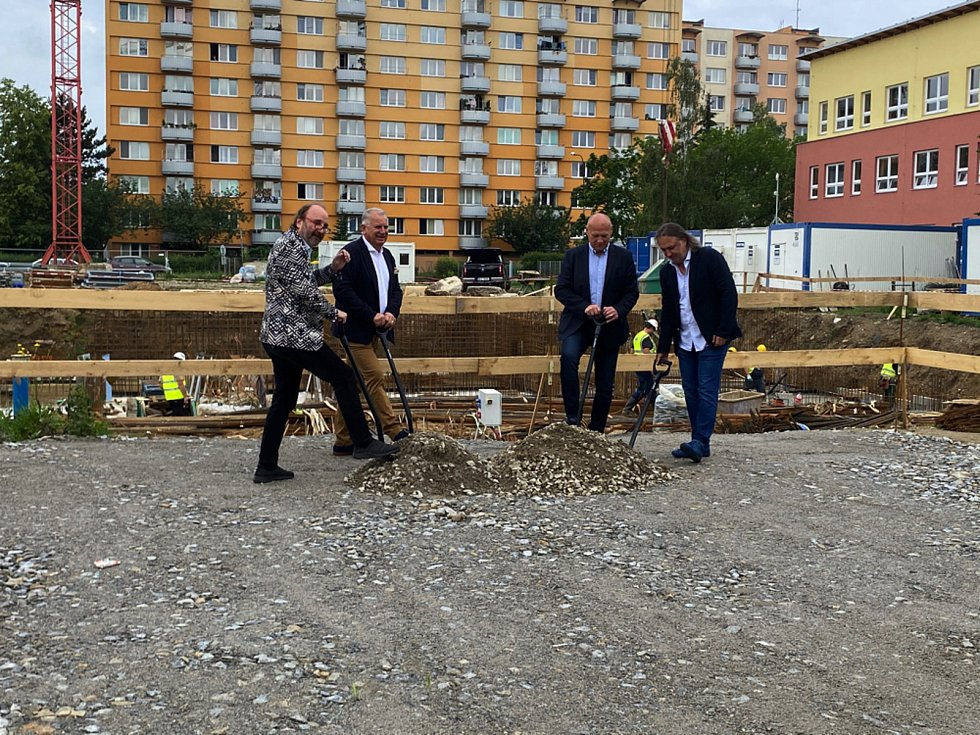 Položení základního kamene v rezidenci Oskarka.
