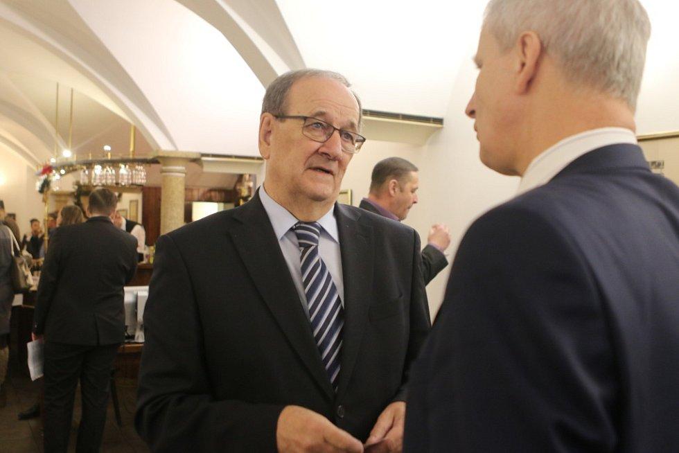Setkání s hejtmanem Jihočeského kraje. Na snímku čelem k objektivu generální ředitel Jihostroje Velešín Jiří Gerle.