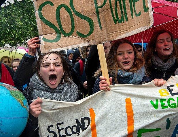 Ze školních demonstrací.