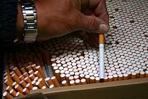 Výrobní linka padělatelů, která chrlila přes sto tisíc cigaret za hodinu.