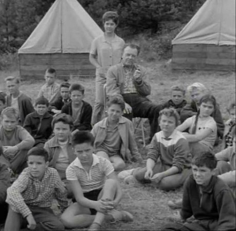 Antonín Panenka si rád zahrál vkomparzu filmu Objev na Střapaté hůrce. Letní tábor filmaři zřejmě natočili vzápadní části Šumavy.
