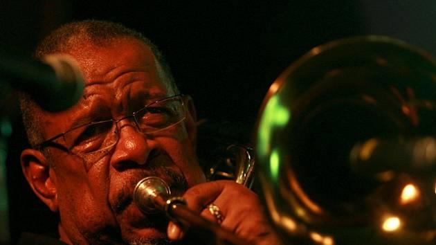 Koncert skupiny He Band a Freda Wesleyho v novém jazzovém klubu ve Slavii.