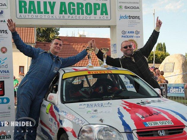 Vítězové: Jan Jinderle (vpravo) s Jiřím Jevickým.
