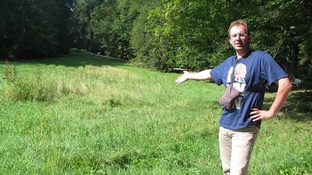Z podoby travnatých ploch v Terčině údolí není nadšený ani starosta Nových Hradů Vladimír Hokr (na snímku).