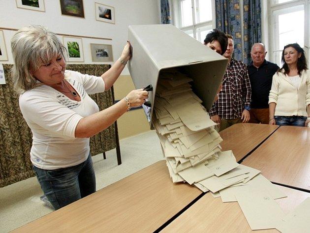 Říjen. Volby do Poslanecké sněmovny. Jižní Čechy mají 12poslanců.