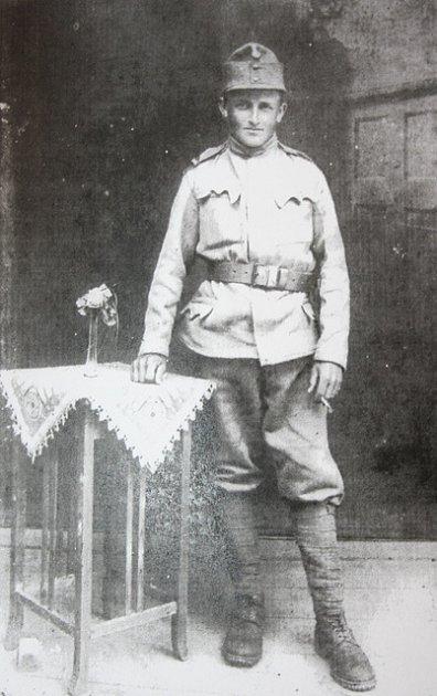 Jako osmnáctiletý mladík narukoval Josef Prášek k91. pluku zBenešova uPrahy. Čekala na něj italská fronta.