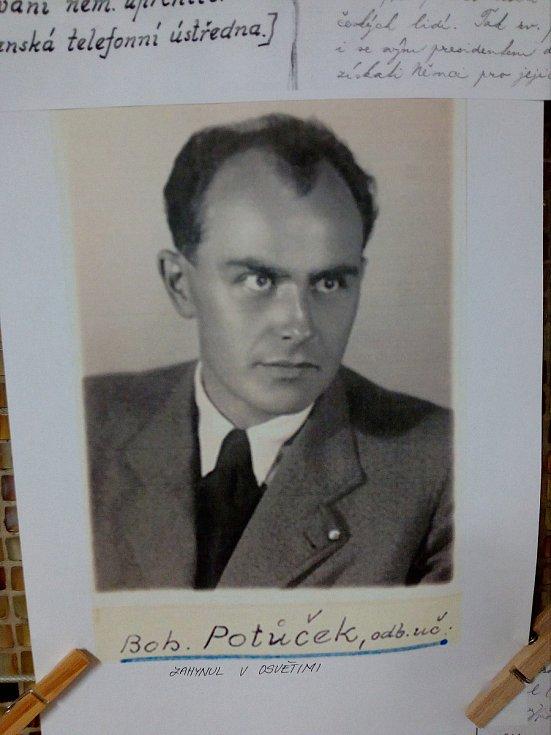 Učitel Bohuslav Potůček.