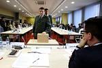 Ani druhá volba rektora Jihočeské univerzity včera požadovaný výsledek nepřinesla.