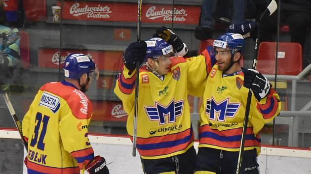 Filip Vlček (vpravo) slaví svůj gól do sítě Havířova.