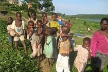 Africké děti jsou přátelské.