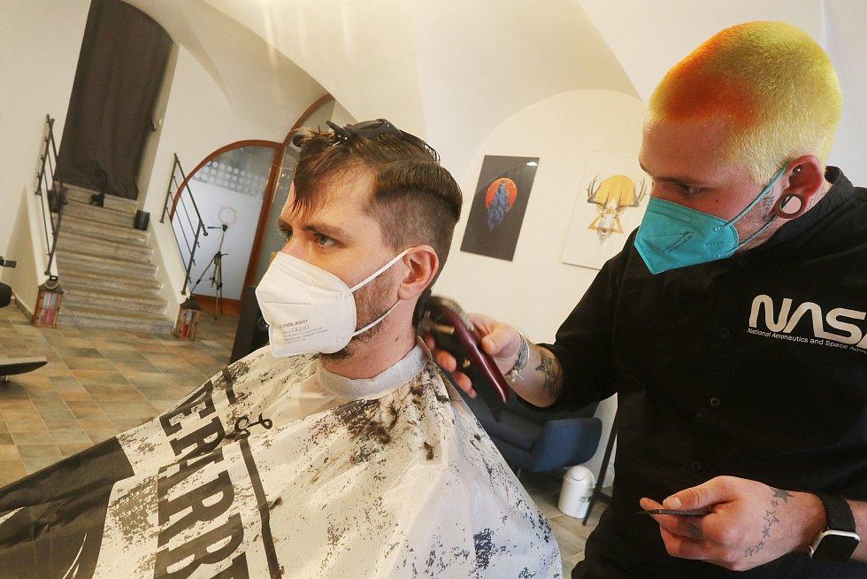 Kadeřnictví a holičství Rejzr v Plachého ulici