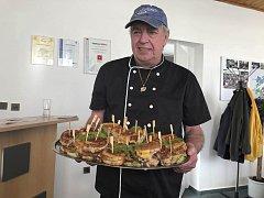 Mirek Dušek pro letošní ročník Gastrofestu připraví tři druhy amerických sendvičů.