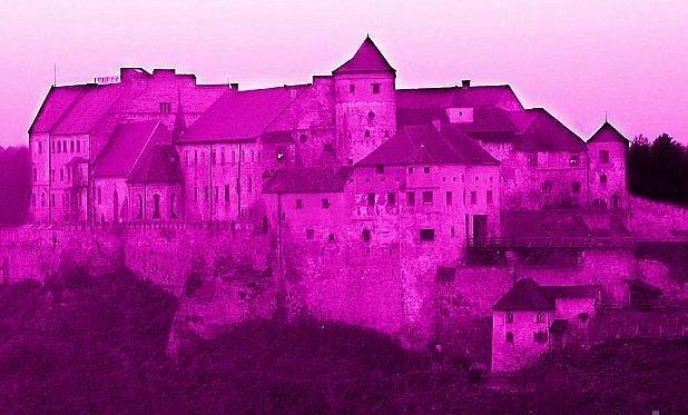 Takhle bude svítit nejdelší hrad světa.