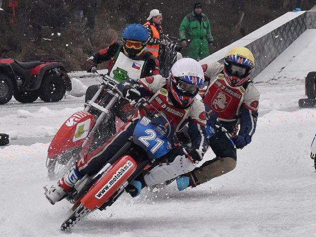 Autokemp Karvánky u Soběslavi hostil mezinárodní mistrovství republiky družstev v ledové ploché dráze.