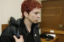 Eva Rajtmajerová u soudu.