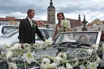 Podle některých svatebčanů patří k budoucímu štěstí i správné datum obřadu. Ilustrační foto.