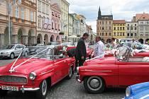 V rámci svatby členů Ondřeje Kouby a Magdy Holbojové, se na náměstí Přemysla Otakara II. v Českých Budějovicích sešel Jihočeský Felicia klub.