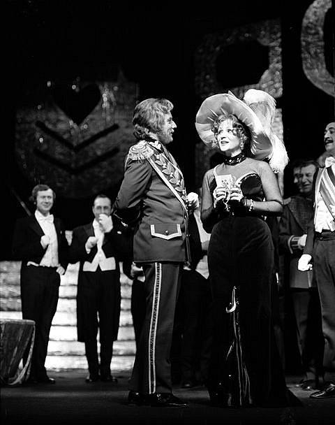 Josef Průdek, osobnost opery Jihočeského divadla, slaví 70. narozeniny. Snímek z představení Veselá vdova.