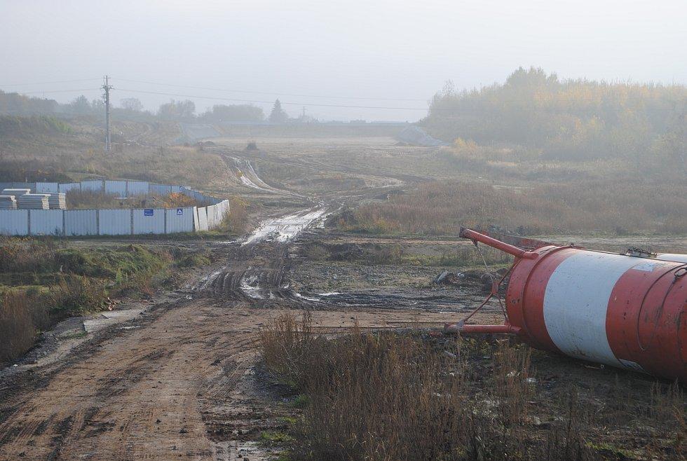 Výstavba D3 mezi Budějovicemi a Dobrou Vodou. Před Dobrovodskou ulicí se dálnice zanoří do téměř kilometrového tunelu Pohůrka.