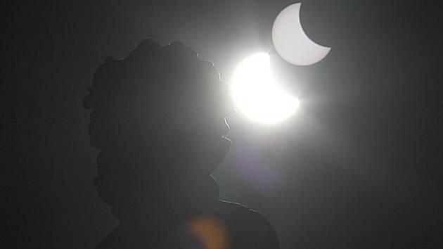 Zatmění Slunce v Českých Budějovicích v březnu 2015.