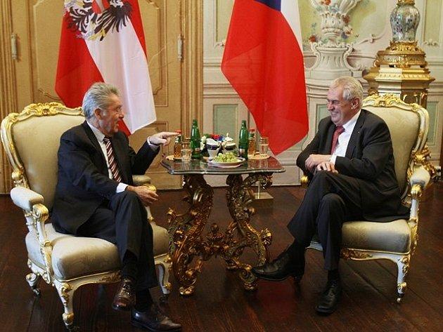 Setkání prezidentů Miloše Zemana a Heinze Fischera vČeském Krumlově.