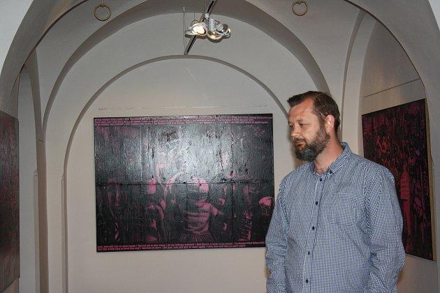 Alšova jihočeská galerie pořádá mimořádně ve Wortnerově domě novou výstavu. Expozice Člověk člověku člověkem končí 8. června.