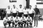 Na snímku Icek Fejfar v roli trenéra Škody ČB v roce 1969 s 5. místem v 1. lize. Nahoře zleva Šopa, Pazour, Vrtěl, Procházka, Hamáček a trenér Fejfar, dole zleva Peška, Čuda, Lohonka, Hukel a Cháb.