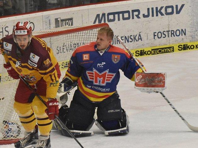 David Gába přišel v souboji s jihlavským Patrikem Danišovským o svou masku.