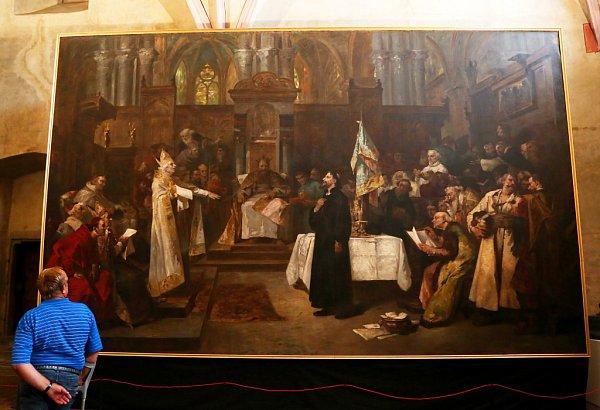 Husitské muzeum vTáboře připomíná mimořádnou výstavou fenomén kazatele Jana Husa, od jehož upálení uplynulo 600let. Na snímku plátno Václava Brožíka, zachycující Jana Husa na koncilu vKostnici.