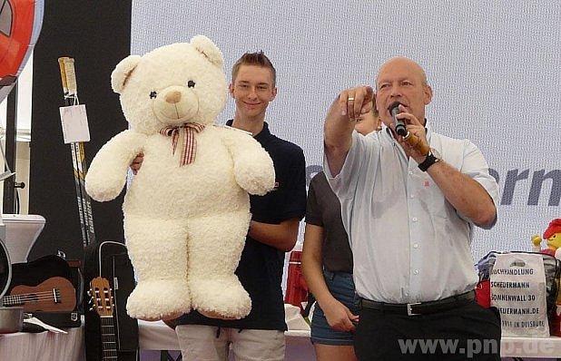 Medvídka taky vydražili.