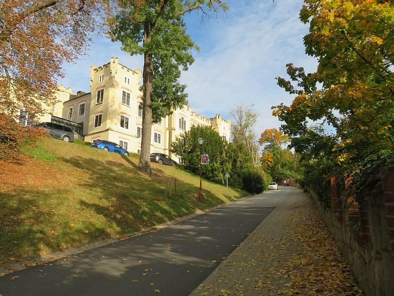 Romantika v barvách podzimu. Tak vypadá zámek Hluboká nad Vltavou s parkem aktuálně.