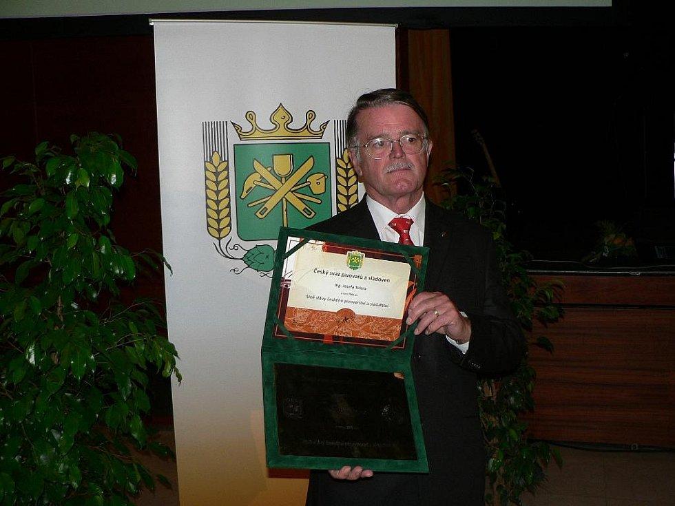 Do Síně slávy českého pivovarnictví a sladařství byl uveden Josef Tolar, dlouholetý sládek Budějovického Budvaru.
