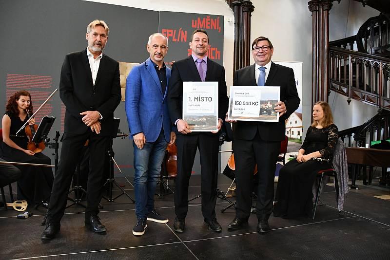Luboš Peterka, Martin Kuba, starosta Svaté Maří Pavel Mráz a Pavel Hroch.
