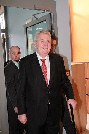 Třídenní návštěvu jižních Čech zahájil Miloš Zeman vpondělí dopoledne na krajském úřadu.