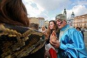 Čtenáři Deníku se fotili na náměstí Přemysla Otakara II. s krajtou.