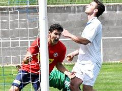 Čimelický Hadáček se raduje ze svého gólu v zápase krajského přeboru v Třeboni, který skončil nakonec 2:2. O víkendu fotbalové soutěže v kraji pokračují.