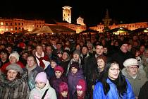 Česko zpívá koledy s regionálním Deníkem na náměstí Přemysla Otakara II. v Českých Budějovicích